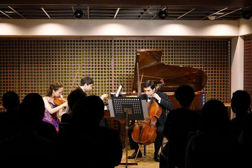 三者三様のトリオ――歌うチェロと喋るヴァイオリン、聞き上手なピアノ